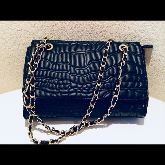 857bdb3a1de9 Handbags - Black Quilted Crossbody Bag with gold chain Strap